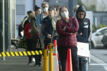 La Nouvelle-Zélande pourrait prolonger le nouveau confinement d'Auckland)