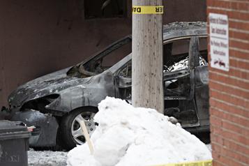 Un homme retrouvé mort dans une voiture incendiée à Mont-Royal