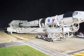 Station spatiale internationale SpaceX prête à lancer samedi quatre astronautes)
