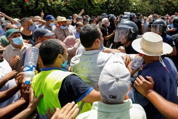 Tensions en Tunisie après le congédiement du premier ministre)