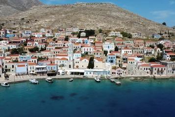 La Grèce prête à accueillir les touristes dès vendredi )