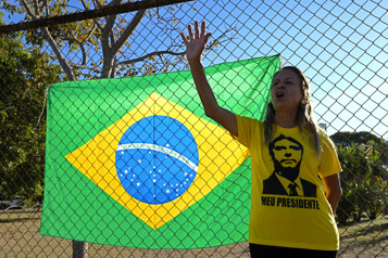 Crise de hoquet depuis dix jours Bolsonaro dans un état satisfaisant, reste hospitalisé)