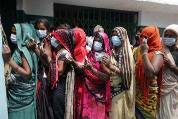 COVID-19 Record de 200000 cas quotidiens en Inde)