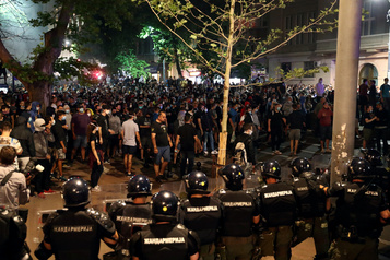 COVID-19: nouvelle manifestation violente à Belgrade)