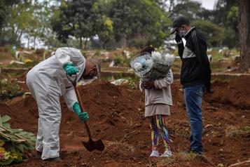 Brésil: plus de 20000 morts du coronavirus, record en 24h )
