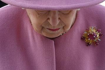 La reine ÉlisabethII affronte désormais seule son destin)