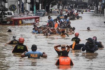 Manille en partie sous les eaux après le passage du typhon Vamco)
