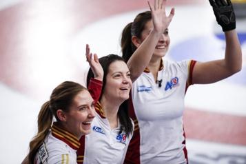Curling Kerri Einarson remporte un deuxième Tournoi des cœurs)