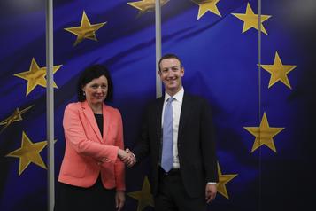 Régulation sur l'internet: opération de charme de Mark Zuckerberg à Bruxelles