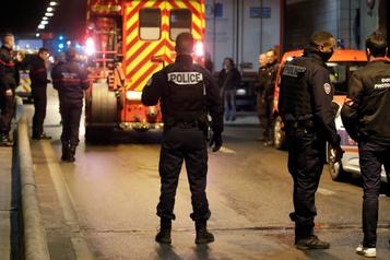 Un homme menaçant des policiers avec une arme blanche tué près de Paris