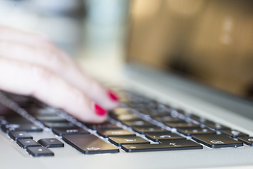 Web au Québec: l'écart générationnel diminue