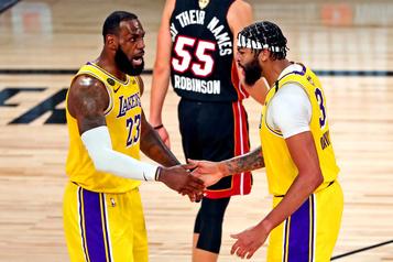 Série finale de la NBA Les Lakers écrasent le Heat en lever de rideau)