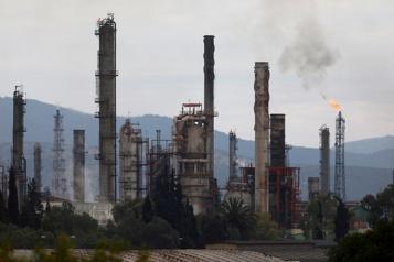 Le pétrole finit la semaine en trombe porté par l'approche prudente de l'OPEP+)