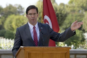 Le chef du Pentagone signe à Tunis un accord de coopération militaire)
