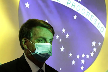 COVID-19 au Brésil: près de 100000morts, mais Bolsonaro a la «conscience tranquille» )