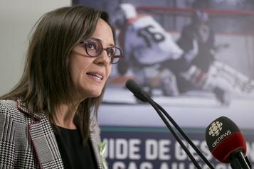 Reprise des sports d'équipe extérieurs: la ministre Charest est«très confiante»)