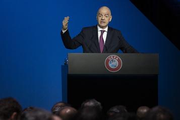 FIFA: Gianni Infantino reste président malgré la procédure pénale en Suisse)