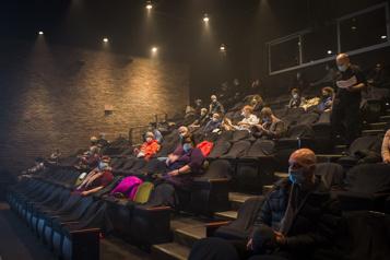 Réouverture des théâtres à Montréal Des sourires sous les masques)