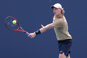 Tournoi de Rome Denis Shapovalov gagne facilement son premier match)