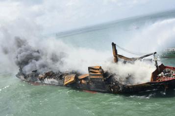 Cargo brûlé au SriLanka Des courriels entre le capitaine et l'armateur ont été effacés)