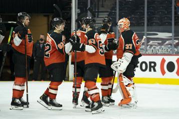 Victoire de 3-2 des Flyers contre les Bruins)
