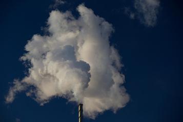 Étude de l'OCDE: taxer plus pour inciter à polluer moins