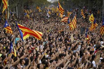 Manifestation monstre et nouveaux heurts à Barcelone