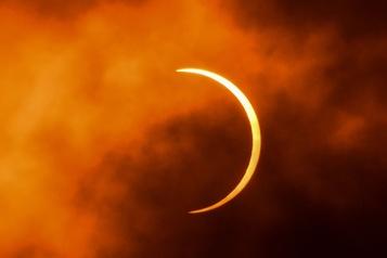 Un rare «cercle de feu» a traversé le ciel d'Afrique et d'Asie)