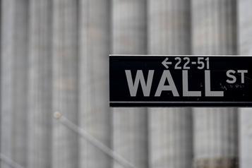 Wall Street trébuche, le regain de la pandémie inquiète)