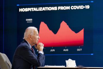 Biden concentre son tir sur la pandémie, Trump sillonne l'Amérique)