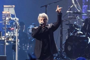 Jon Bon Jovi fait une surprise virtuelle à des élèves)