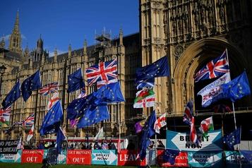 Brexit: Johnson menace de retirer sa loi si les députés refusent de presser le pas