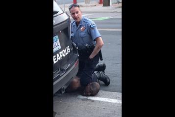 Deuxième soirée de manifestations après la mort d'un Afro-américain aux mains de la police)