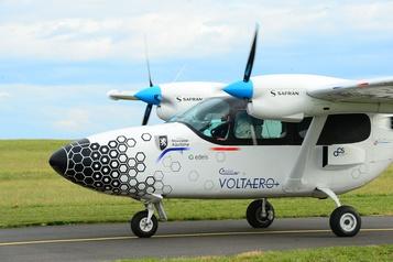 Un tour de France aérien pour un hybride essence-électricité à 10 passagers )