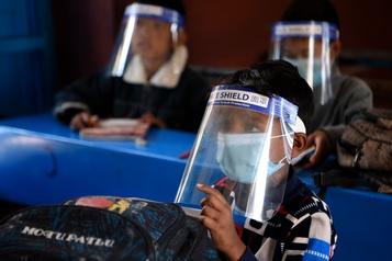 COVID-19 Le bilan de la pandémie dans le monde: plus de 1422000 morts)