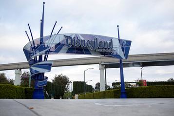 Disneyland vise une réouverture à la mi-juillet)