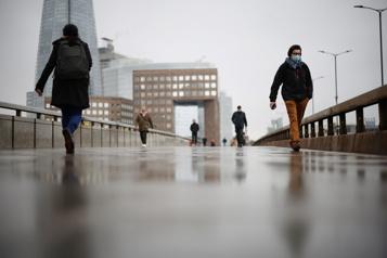 Le bilan de la pandémie dans le monde: plus de 2560000 morts)