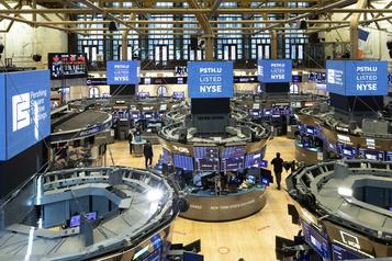 Le Dow Jones plombé par le PIB américain, le NASDAQ porté par la tech)