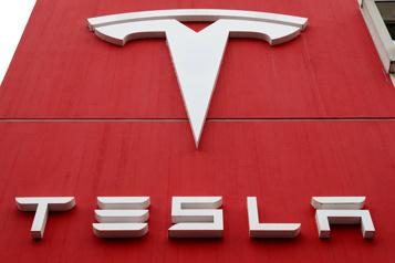 Tesla dégage pour la première fois un bénéfice sur une année entière)