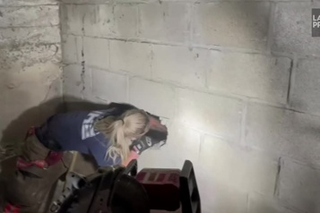Ohio Un chien coincé entre deux murs sauvé par les pompiers)