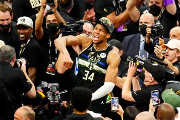 Bucks de Milwaukee Giannis Antetokounmpo triomphe avec le club qui l'a repêché)