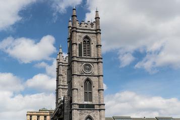La protection de la basilique Notre-Dame mise en péril par la pandémie)