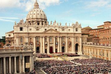 La basilique Saint-Pierre rouvre lundi aux touristes)