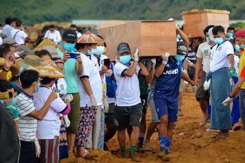 Glissement de terrain en Birmanie: 166 mineurs morts, les recherches se poursuivent)