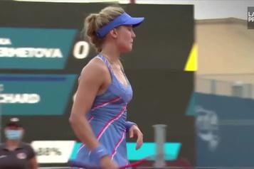 Eugenie Bouchard remporte une victoire convaincante à Prague)