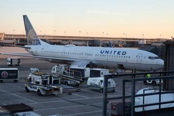 United Airlines perd encore de l'argent, mais mise sur la vaccination)