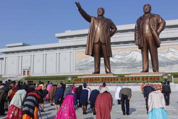 Corée du Nord Fleurs et spectacles pour l'anniversaire de Kim Il Sung)