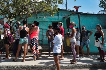 Raul Castro s'en va, mais Cuba maintient le cap du parti unique)