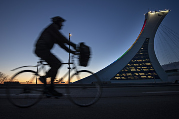 Stade olympique Les Alouettes ouverts à la présentation de matchs de la NFL)