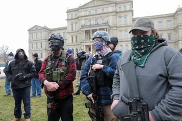 Rassemblements pro-Trump Des manifestants réunis devant des Capitoles d'État)